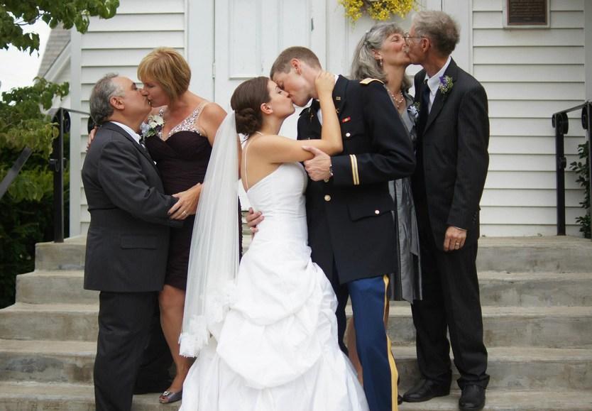 dfcf135dd7a9d5 Як зробити креативні весільні фото з батьками - все про весілля від А до Я