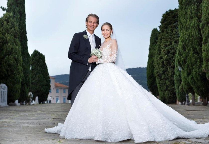 Наследница империи Swarovski вышла замуж в платье весом 46 кг