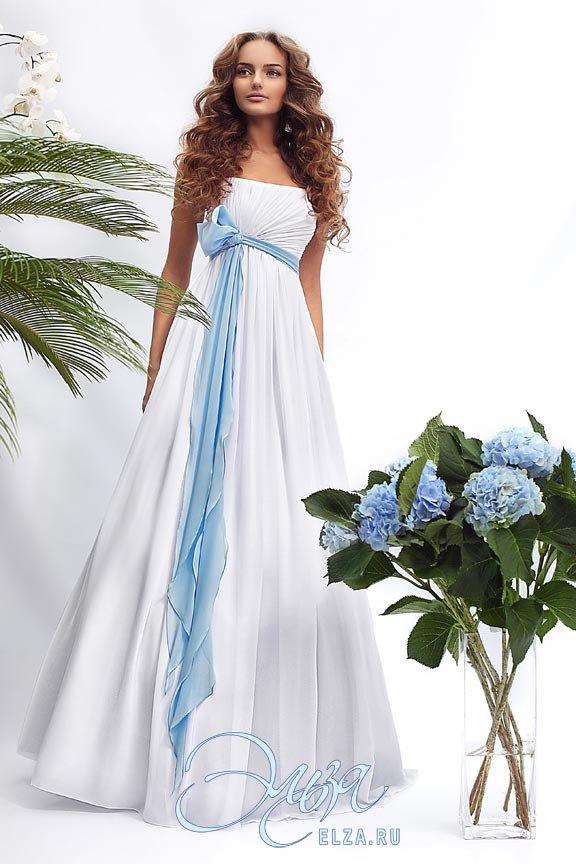 Белое платье с лентой