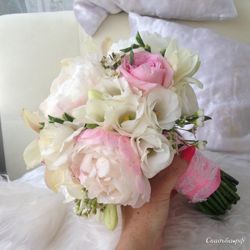 Букетов, круглый свадебный букет невесты из пионов