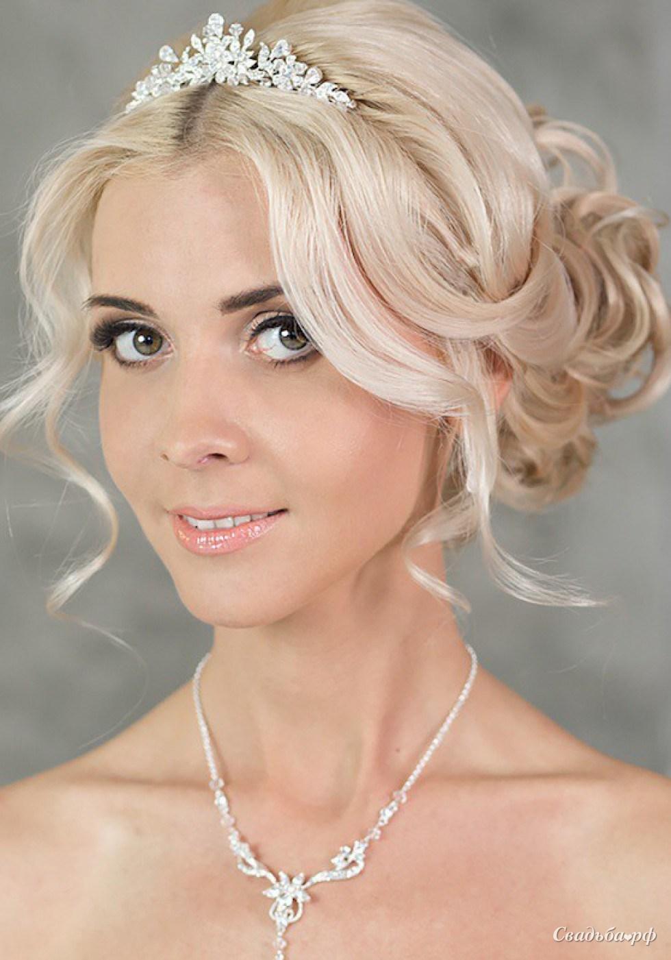 Свадебные прически собранные волосы с диадемой фото
