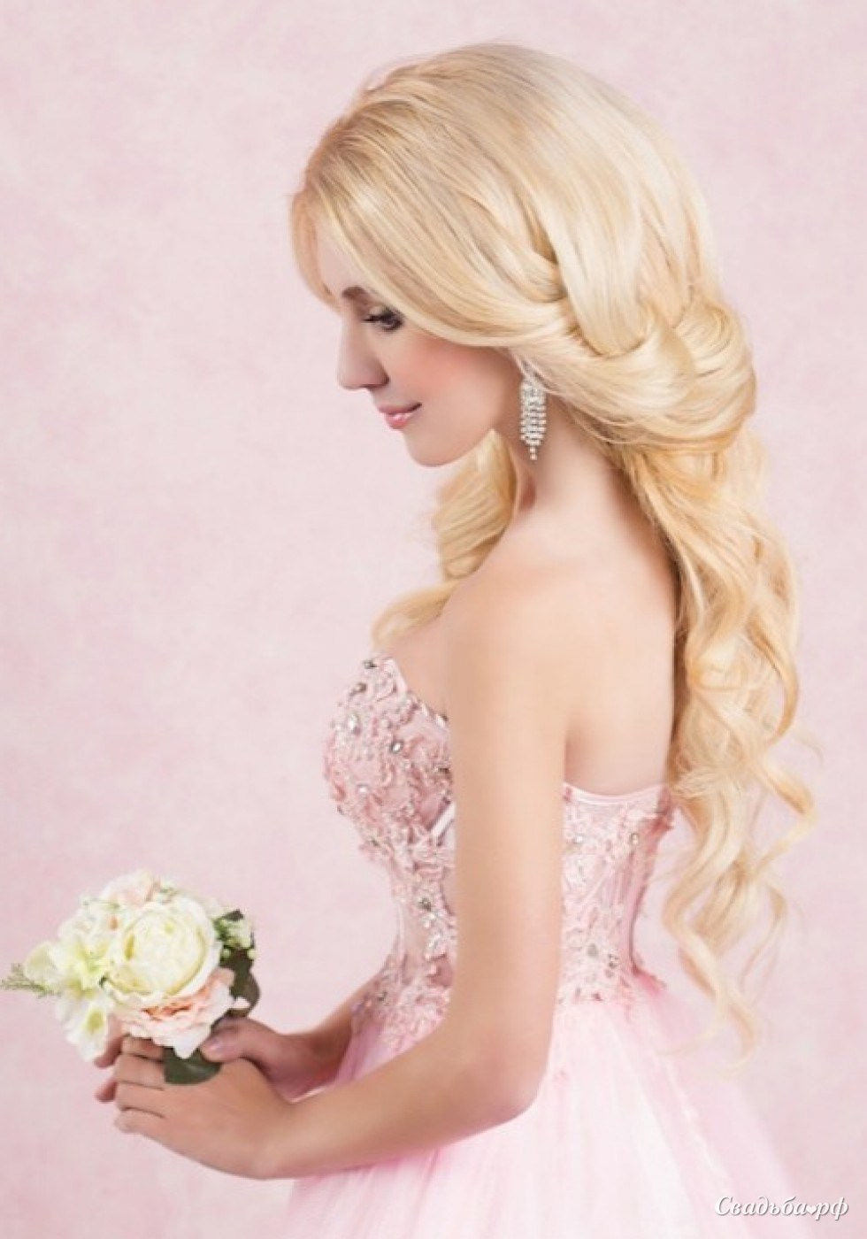 Волосы с цветами на свадьбу