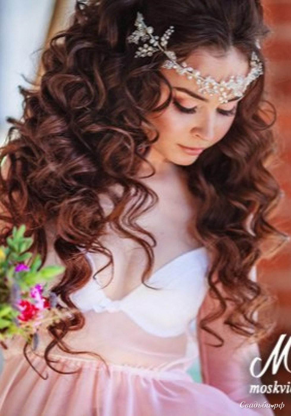Фото свадебная прическа кудри