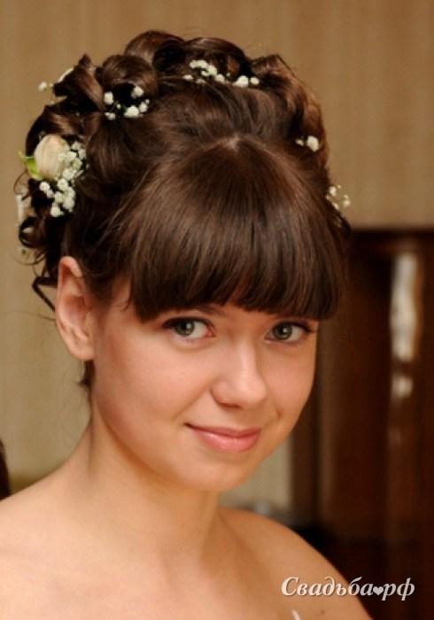 Прическа на средний волос с челкой на свадьбу