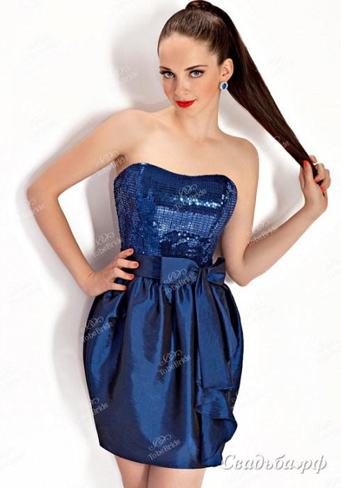 e5c8521d95a Красное новое вечернее платье со шлейфом 6 500 руб. Это элегантное и  утонченное платье на выпускной с длинным шлейфом настоящая находка для  выпускницы.