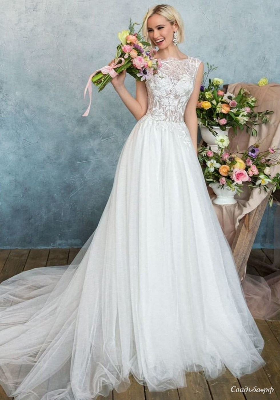 Fancy a-line/princess strapless sleeveless court tiered bridal gown (3aa0263)