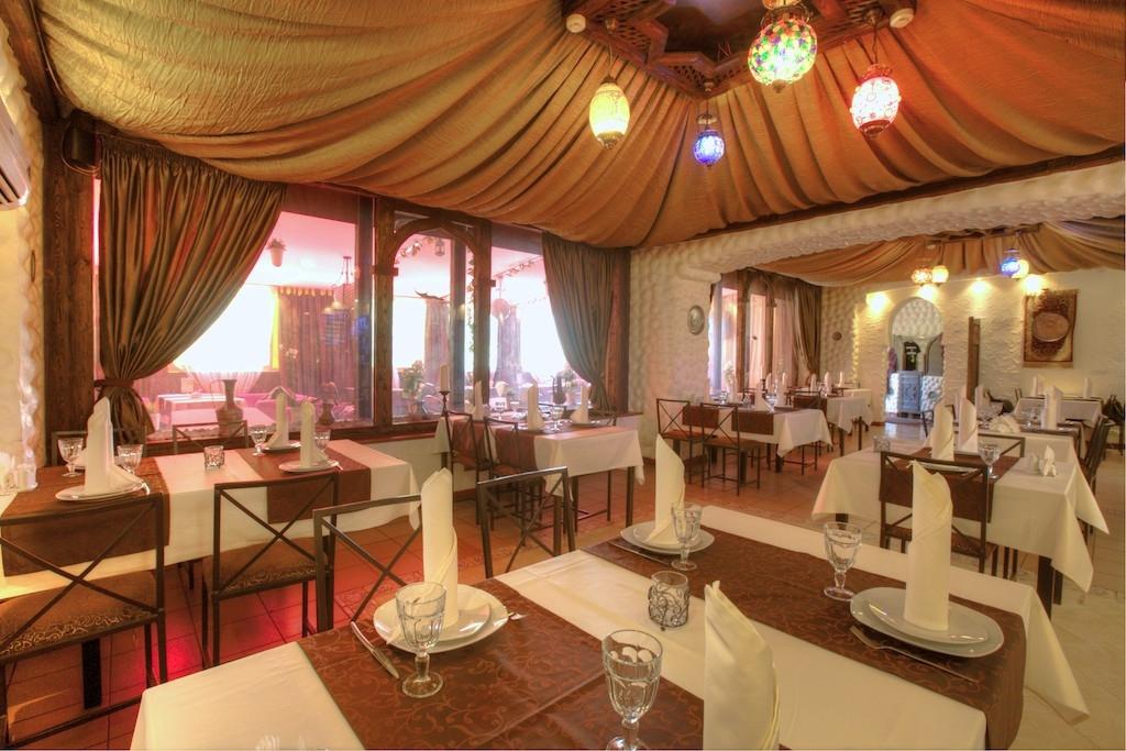 Маленький ресторан для маленькой свадьбы